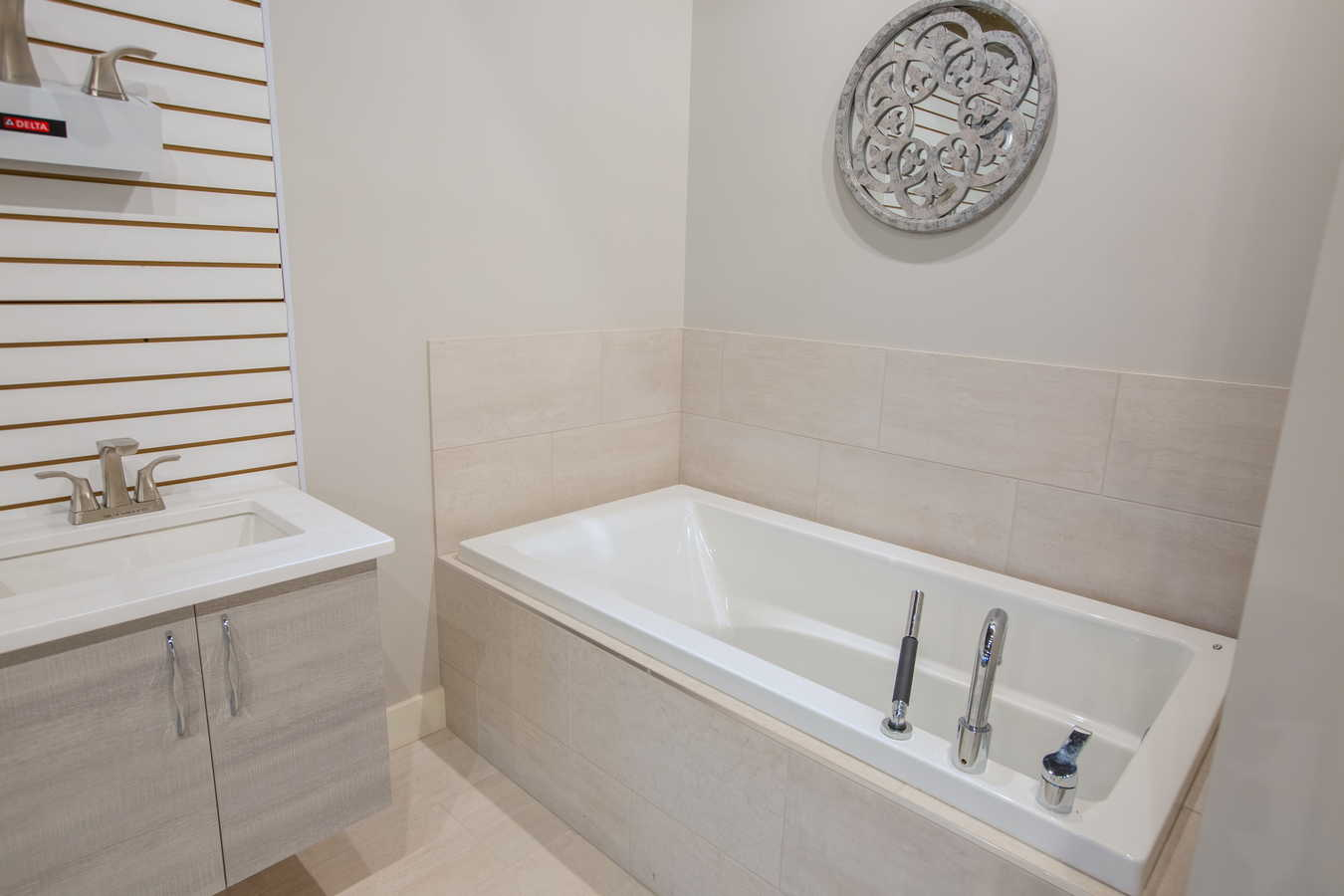 in com austin bathtub gallery bathroom guinevere photos supply showroom new tx toto josco htsrec faucets of tub